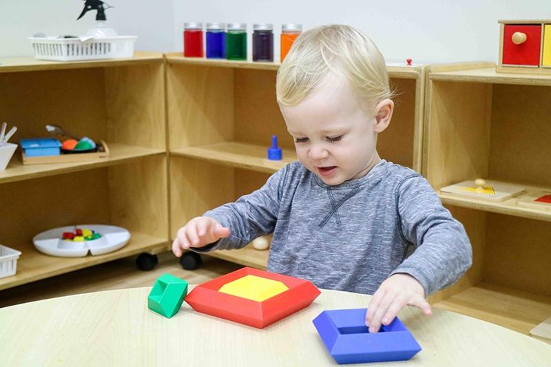 Phương pháp montessori có gì khác biệt so với phương pháp truyền thống