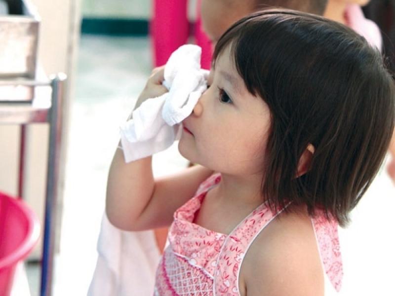 Bạn đã biết rửa mặt đúng cách cho trẻ mầm non chưa?